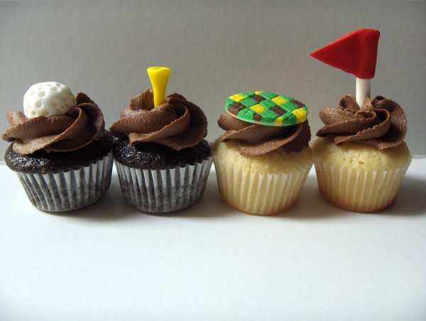 Golf-themed cupcakes