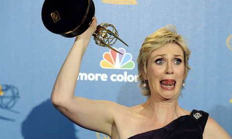 Jane Lynch holds up her Emmy for Glee